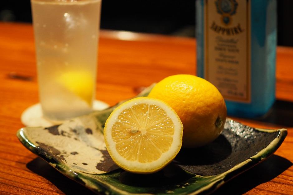 田坂農園のレモンと、ユウナギのジントニック