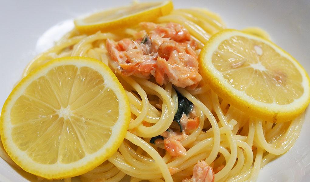 田坂農園の特別栽培レモンを使用した鮭のレモンクリームパスタ